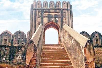 হাজীগঞ্জ দুর্গ