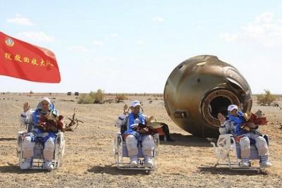 মহাকাশে ৯০ দিন কাটিয়ে পৃথিবীতে ফিরলেন চীনের তিন মহাকাশচারী